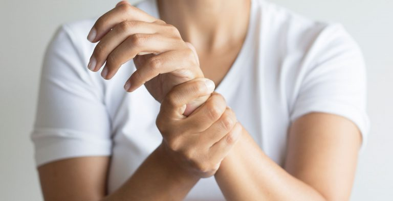 hand pain caused by arthritis
